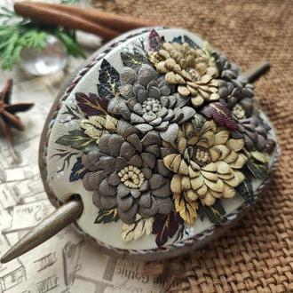 Заколка для волос из натуральной кожи с хризантемами