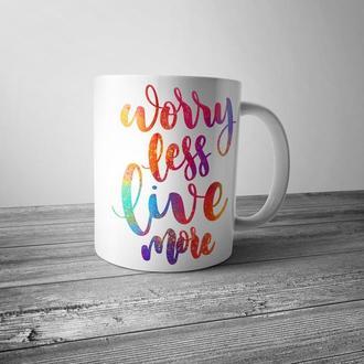 """Чашка с принтом """"Worry less, live more"""""""