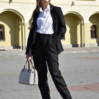 Черный льняной костюм прямого покроя