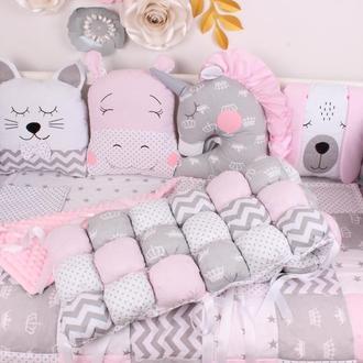 Комплект в кроватку с игрушками и бам-бонами Нежно розовые цвета