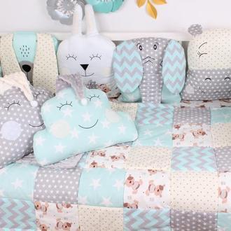 Комплект в кроватку в нежно серо-мятных цветах