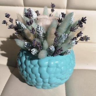 Интерьерная композиция из сухоцветов