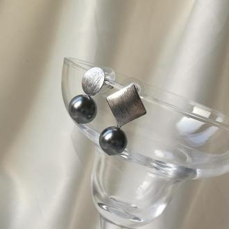 Посеребренные Асимметричные серьги с жемчугом Сваровски серые