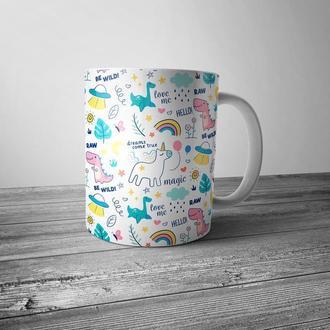 """Чашка с принтом """"Паттерн с единорогами, динозаврами и радугой"""""""