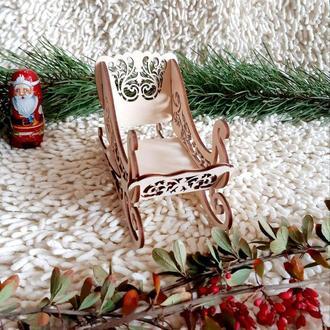 Сани новорічні для подарунків 28 см,різьблені без фарбування.