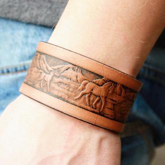 Кожаный браслет для мужчин, браслет из кожи мужской, с тиснением табун лошадей в 4 цветах