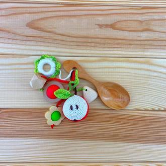 Грызунок-ложка из можжевельника (погремушка) - яблоко