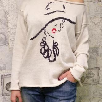 Шерстяной свитер на одно плечо  с вышивкой  молочного цвета