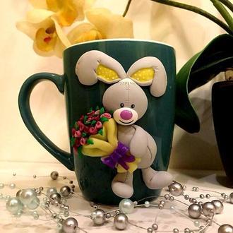 Чашка с зайкой: декор из полимерной глины