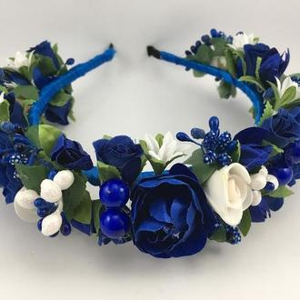 Венок на голову с синими и белыми цветами