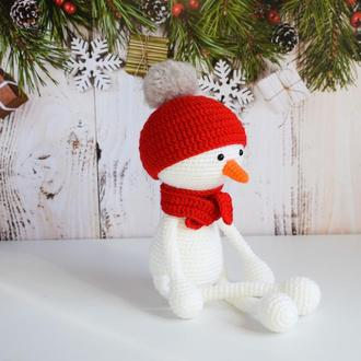 Вязаная игрушка снеговик. Новогодняя игрушка для малыша. Подарок на Рождество. Подарок под елку.