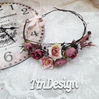 Венок с цветами на голову в сливово-розовом цвете