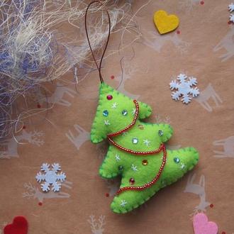 Игрушка новогодняя из фетра Елочка с гирляндой