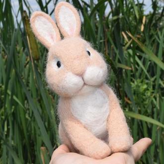 Кролик из натуральной шерсти.