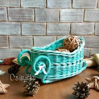 Сани плетеные новогодние