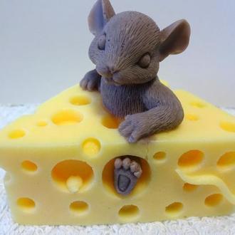 Мышка в сыре.