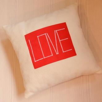 """Подушка с карманом и надписью """"love"""""""