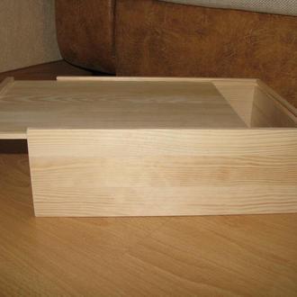 Деревянный ящик с задвижной крышкой