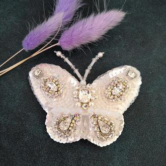 Белая бабочка с камнями Swarovski