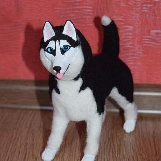 Собака из шерсти.В смешанной технике. Игрушка с каркасом. Статуэтка сибирской хаски. Подарок