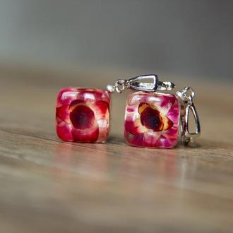 Сережки с цветами (серьги из смолы с цветами, сережки с бессмертниками, бордовые серьги)