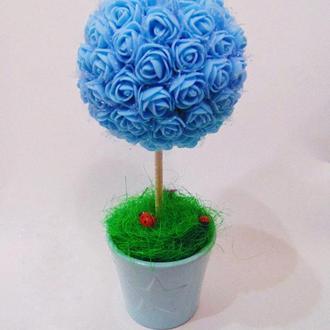 Голубой цветочный топиарий