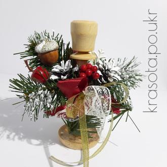 Дерев'яний підсвічник з гілочками хвої та кольоровим декором