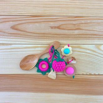 Грызунок-ложка из можжевельника (погремушка) - малина
