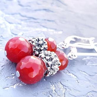 Сережки з натуральним граненим кварцем і посрібленими застібками красные серьги с камнями