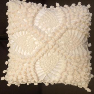 Подушка вязанная крючком