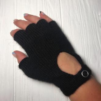 Перчатки без пальцев на кнопке