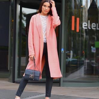Розовое пальто из шерстяного букле