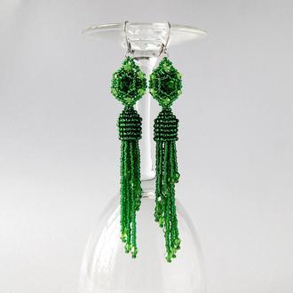 Зеленые серьги-кисти из бисера.