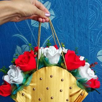 Букет из конфет в сумочке