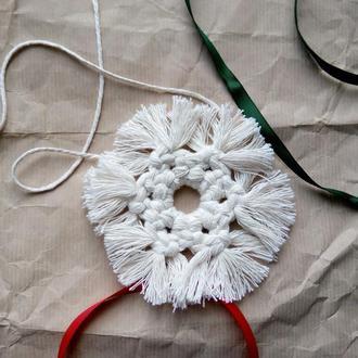 Новогодняя игрушка, елочное украшение снежинка