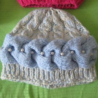 Вязаная шапка с бусинками, р. 58-59, узор- горизонтальная коса