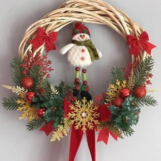 Новогодний венок на дверь. Снеговик