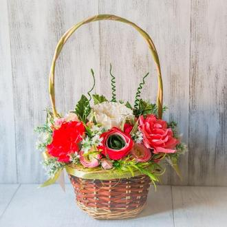 Корзинка с цветами в стиле прованс