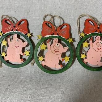 Дерев'яні розписні іграшки прикраси на Новий Рік Свинки