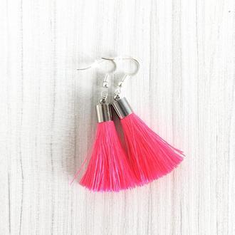 Короткие розовые серьги кисточки