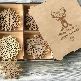 Большой набор новогодних снежинок из дерева для семьи «Family»