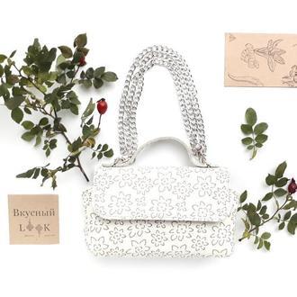 """Модная летняя кожаная мини-сумка """"Финик"""" (цветочный белый)"""