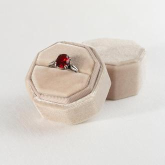 Бархатная коробочка для кольца (Pearlied Ivory)