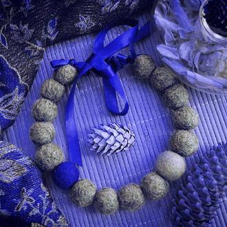 Валяные бусы Зима, невероятное сочетание цветов серый и глубокий синий