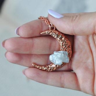 Кулон полумесяц с необработанным лунным камнем