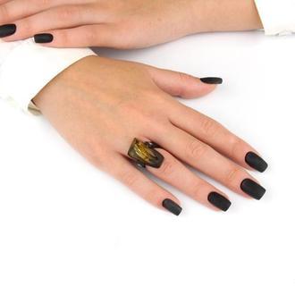 Каучуковое кольцо с натуральным янтарем идеревом Эбен