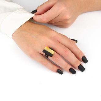 Каучуковое кольцо с натуральным янтарем идеревом эбен.