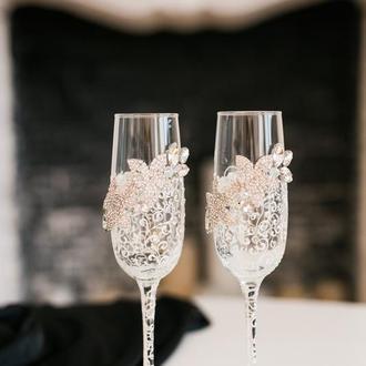 Свадебные бокалы  с белой росписью Хрустальные цветы