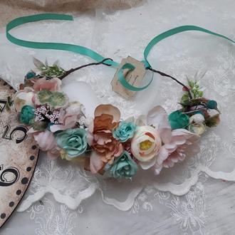 Венок с цветами на голову в бирюзово-розовом цвете