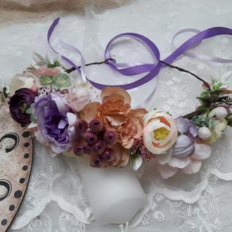 Венок с цветами на голову в фиолетово-розовом цвете